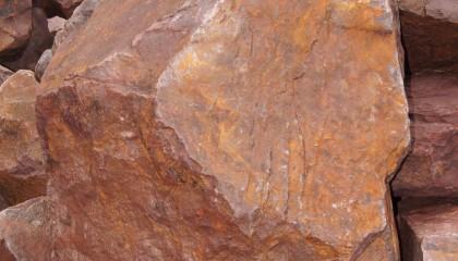 Findling – Basalt rot