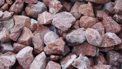 Grobschlag – Marmor rot-weiß 60-150mm