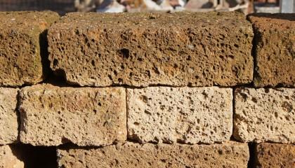 Mauersteine – Tuffstein Rosso groß
