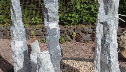 Findling – Eisblau Obelisk